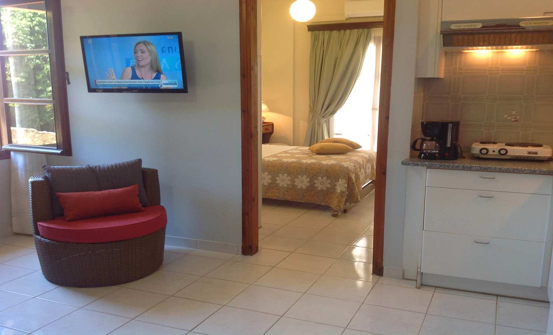 Asterias hotel and studios (12)