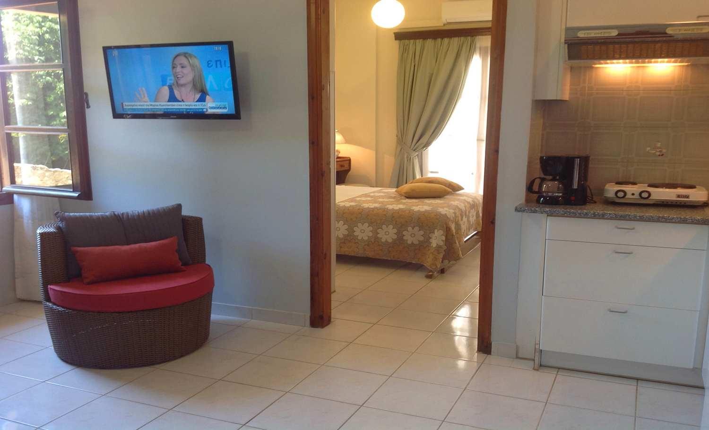 Asterias hotel and studios (8)